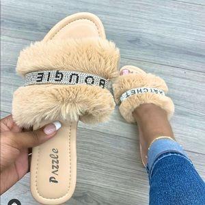 Nude rhinestoned Bougie fur sandal